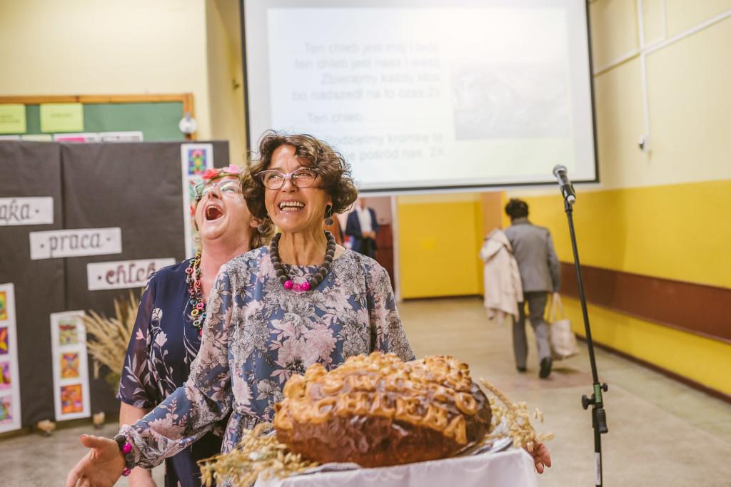 Zaczyn więzi – czyli o tym, jak chleb połączył młodych i starszych w Sierakowie